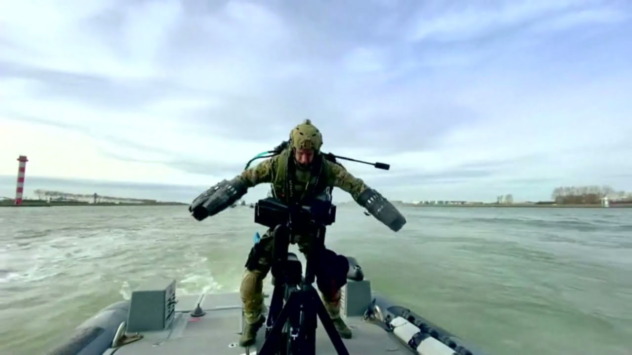 القوات الهولندية تستخدم بدلة الطيران لأول مرة